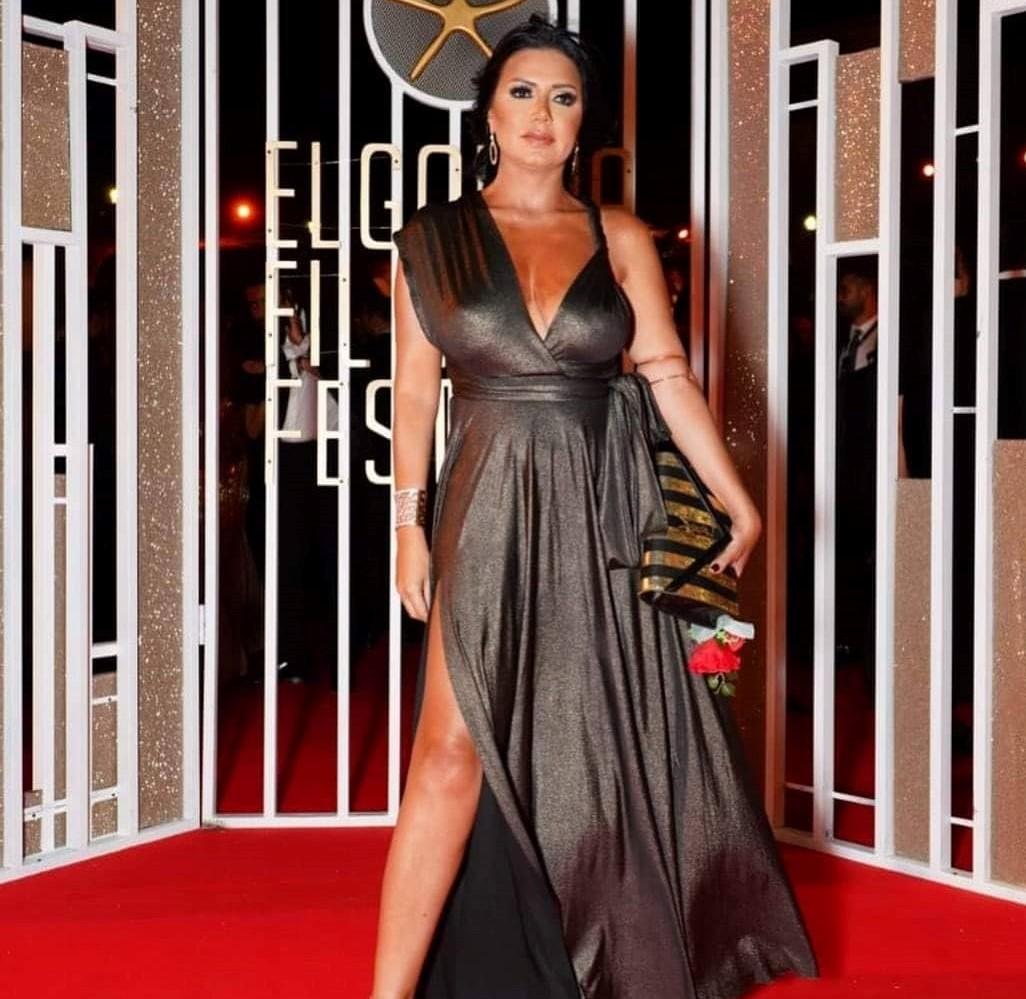 مجددا.. سخرية من فستان رانيا يوسف! - شاشات Shashat